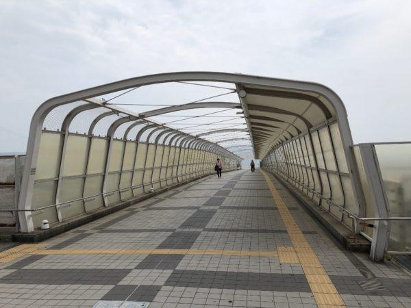大蔵海岸への歩道橋