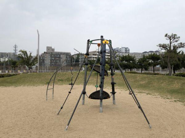 大蔵海岸公園子ども広場登り棒