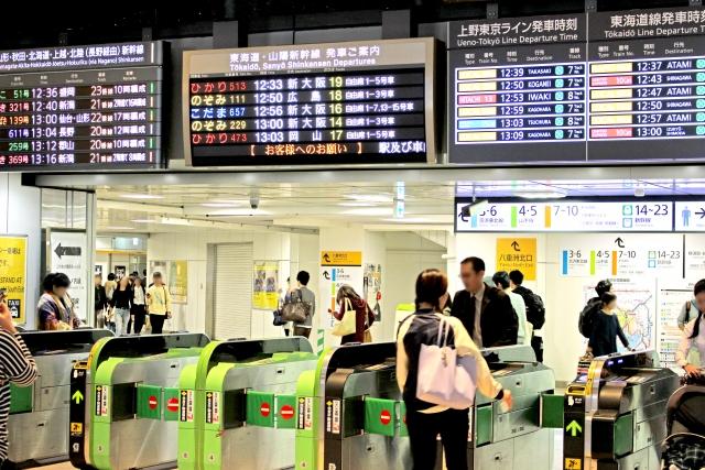 運行本数は飛行機より新幹線の方が圧倒的に多い